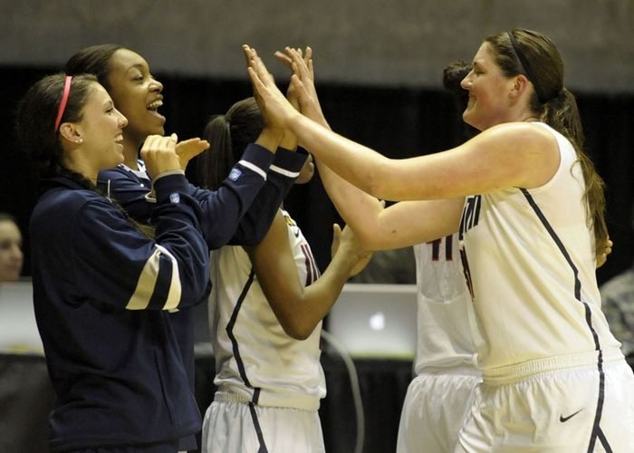 UConn women roll into Elite Eight , Photo 1 of 13
