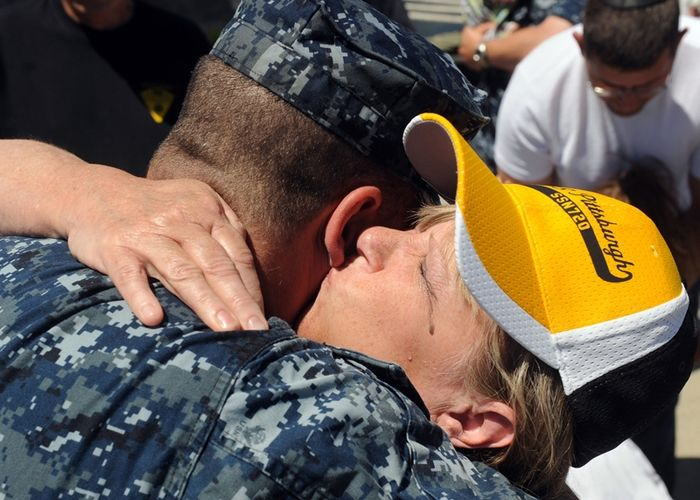 USS Pittsburgh returns home, Photo 1 of 8