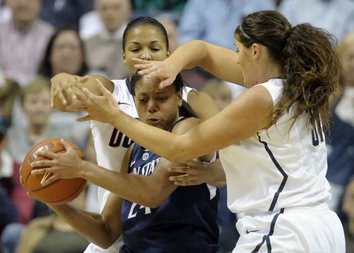 UConn women beat Penn State 67-52, Photo 1 of 16
