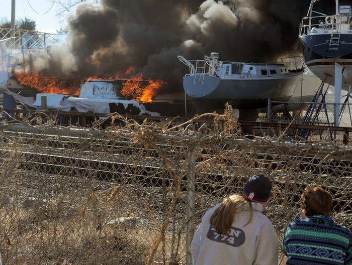 Stonington fire damages vessels, Photo 2 of 5