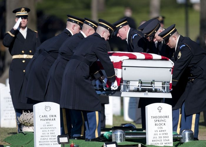 Connecticut soldier laid to rest in Arlington, Photo 1 of 7