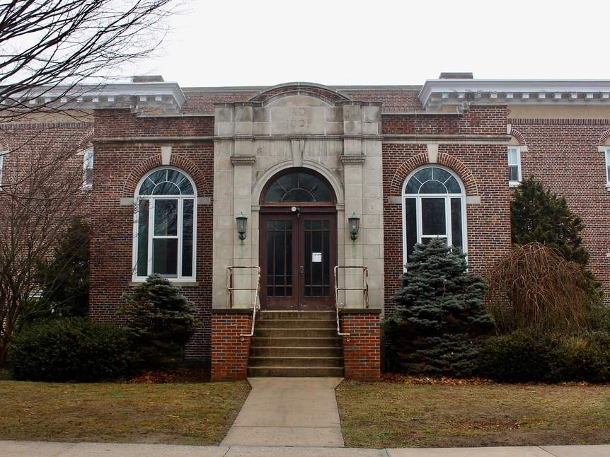 The town has approved drafting a request for proposals to see who might be interested in developing the former Academy School.   Photo by Zoe Roos/The Source