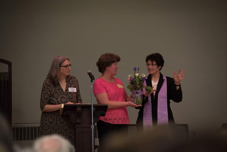 Rev. Jeanne Lloyd (right), the newly installed minister of Shoreline Unitarian Universalist Society (SUUS), receives congratulatory flowers from SUUS Board member Beth Skudder and Board President Jennifer Swenson (left). Photo courtesy of Ellen Creane