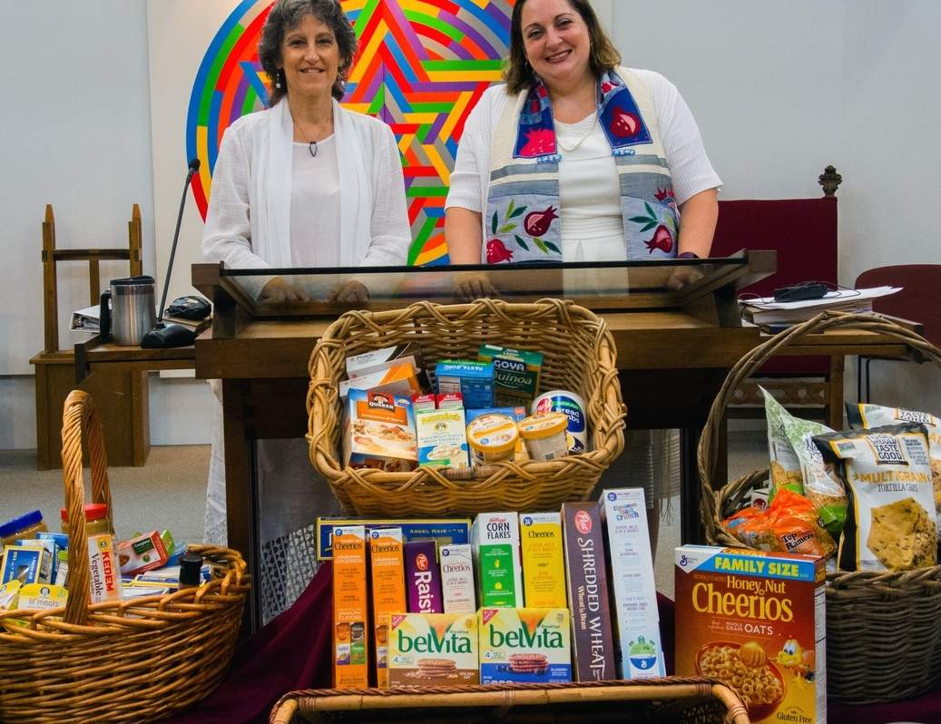Congregation Beth Shalom Rodfe Zedek member Belinda Brennan and Rabbi Marci Bellows display some of the food collected for the Shoreline Soup Kitchens & Pantries. Photo by Deborah Rutty