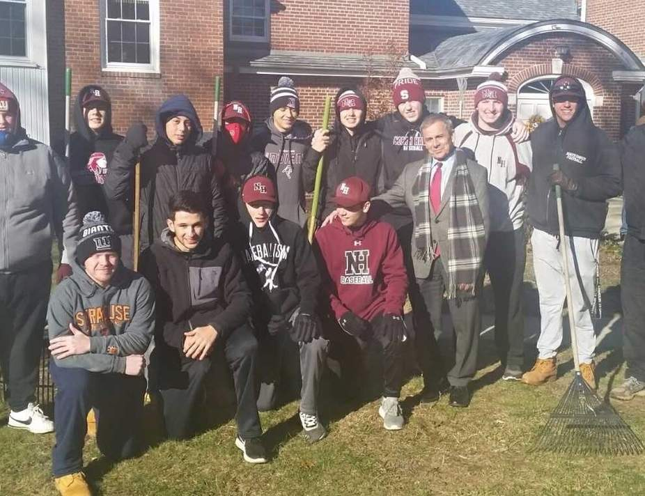 North Haven baseball players recently raked leaves with some veterans in town on Veterans Day. Pictured are (back row) Daniel Meyers, Anthony Cretella, Gianni DeMartino, Cole Zalegowski, Jason Landino, Hunter Garthwait, Andrew Laudano, Kevin Lucey, Nate Zalegowski, and coach Mike Proto; (front row) John Gontarek, Danny Cannavaciolo, Mason Balmer, Owen Silk, and North Haven First Selectman Michael J. Freda. Missing from the photo are North Haven American Legion baseball General Manager Charlie Flanagan, Alex Page, Jack Peruso, Leo Konopka, Christian Somma, and Colby Cusano. Photo courtesy of Andrew Lucey