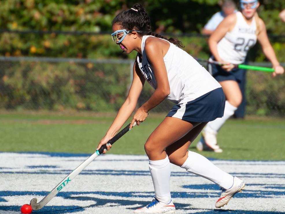 Senior Nori Lopez-Velazquez and the Huskies will start their season with a road game versus Haddam-Killingworth on Thursday, Oct. 1. File photo by Kelley Fryer/Harbor News